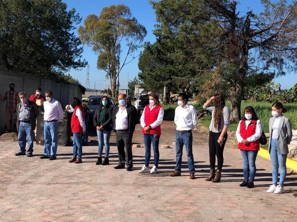 Alcalde de Atlangatepec sigue entregando obras en las comunidades