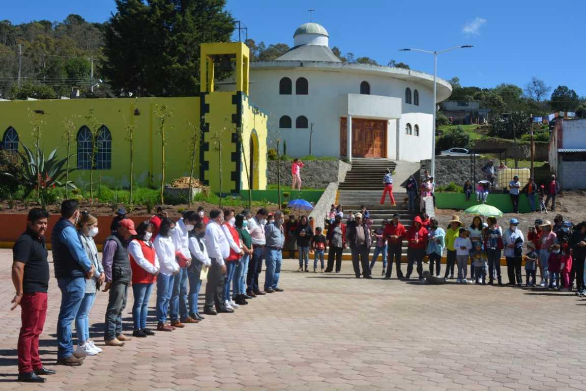 Alcalde de Atlangatepec ahora entrega un parque público en San Pedro
