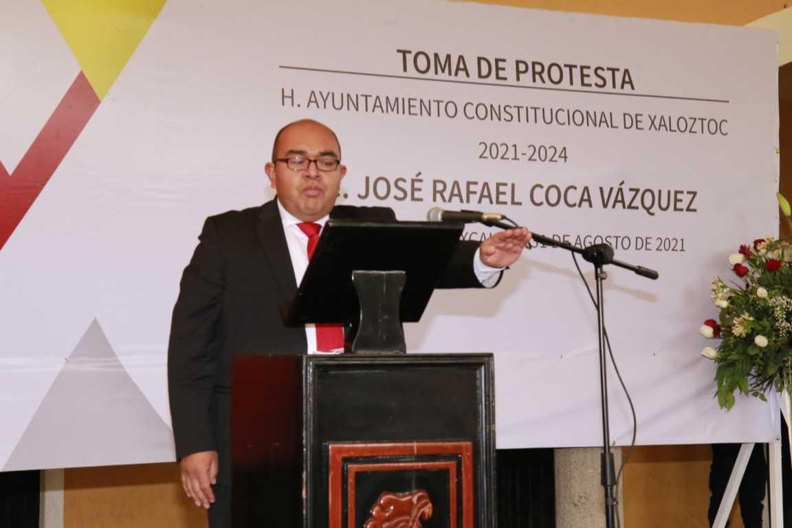 Rafa Coca Rinde protesta como presidente municipal de Xaloztoc