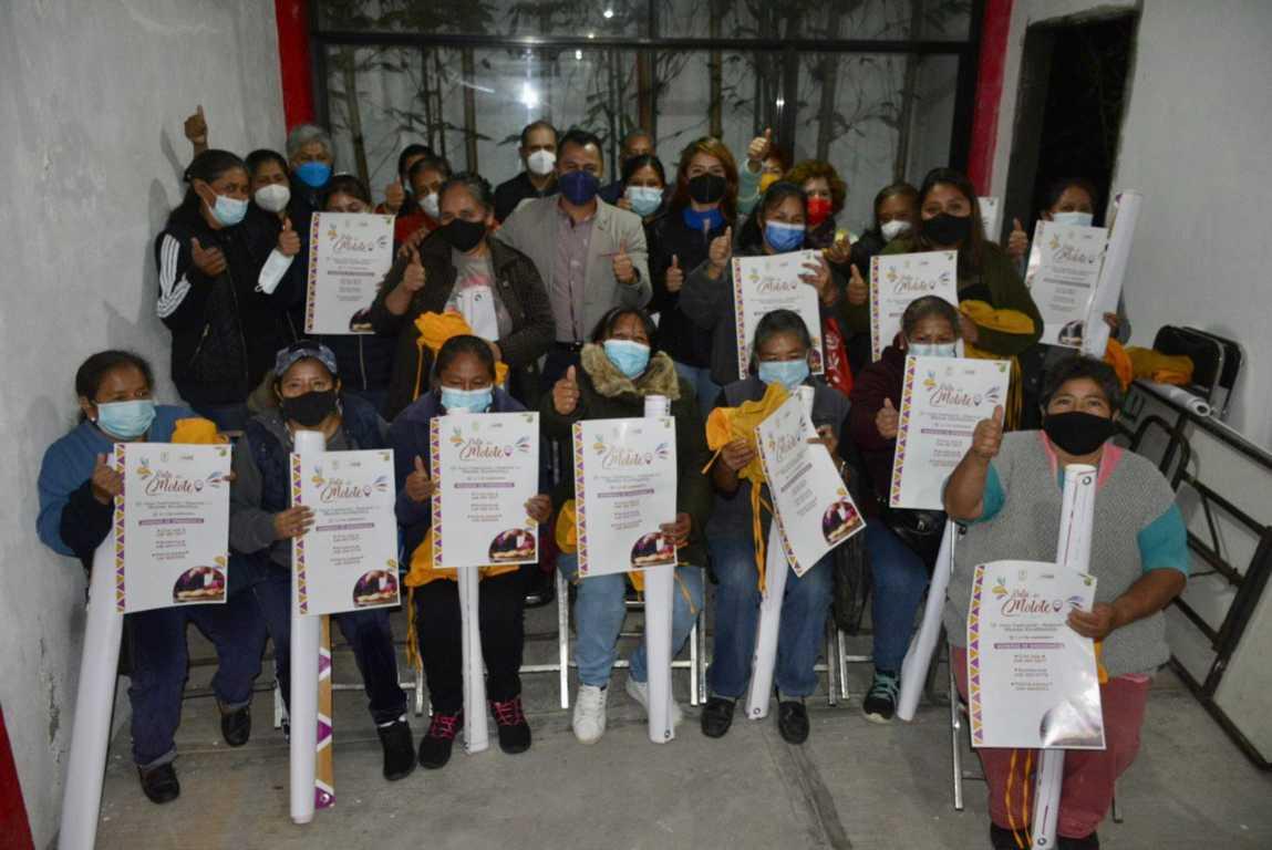 Entrega Gobierno Municipal de Xicohtzinco apoyos a productoras del molote