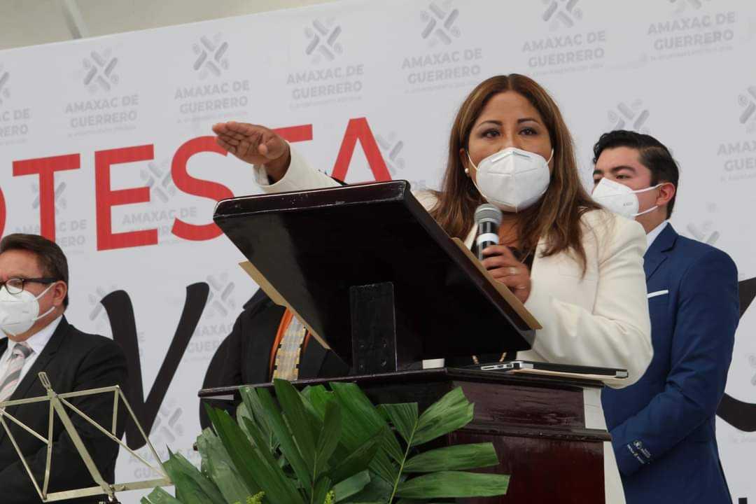 Nancy Cortes en su toma de protesta promete trasformar Amaxac