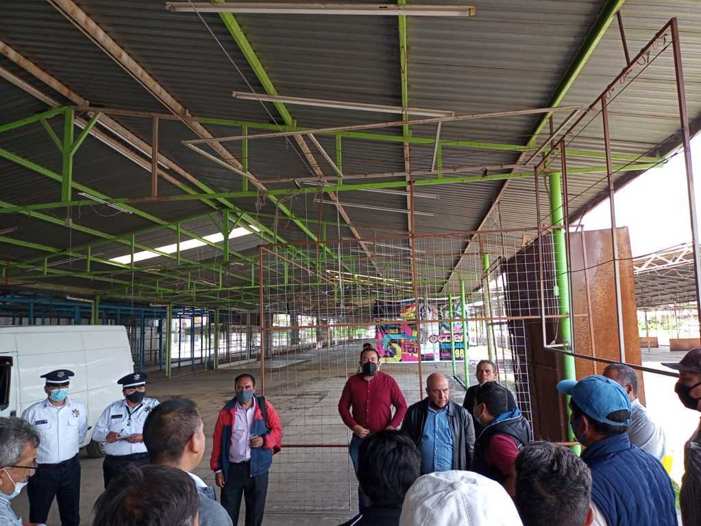 Atiende Jiménez necesidades de locatarios del mercado nuevo de Chiautempan