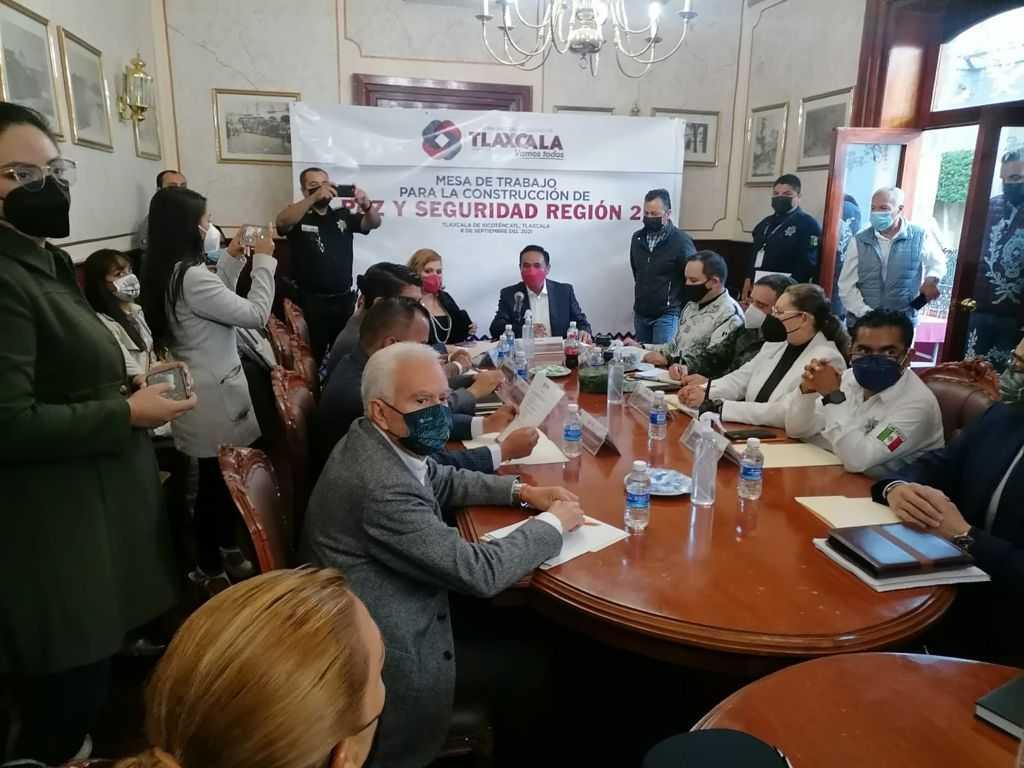 """Participa alcalde de Chiautempan a mesa de trabajo para la """"Agenda de Paz y Seguridad"""""""