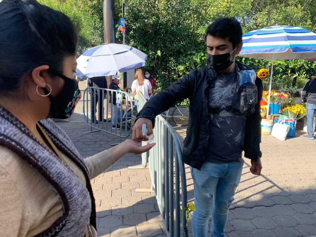Coloca Ayuntamiento de Tlaxcala filtros sanitarios en mercado y tianguis