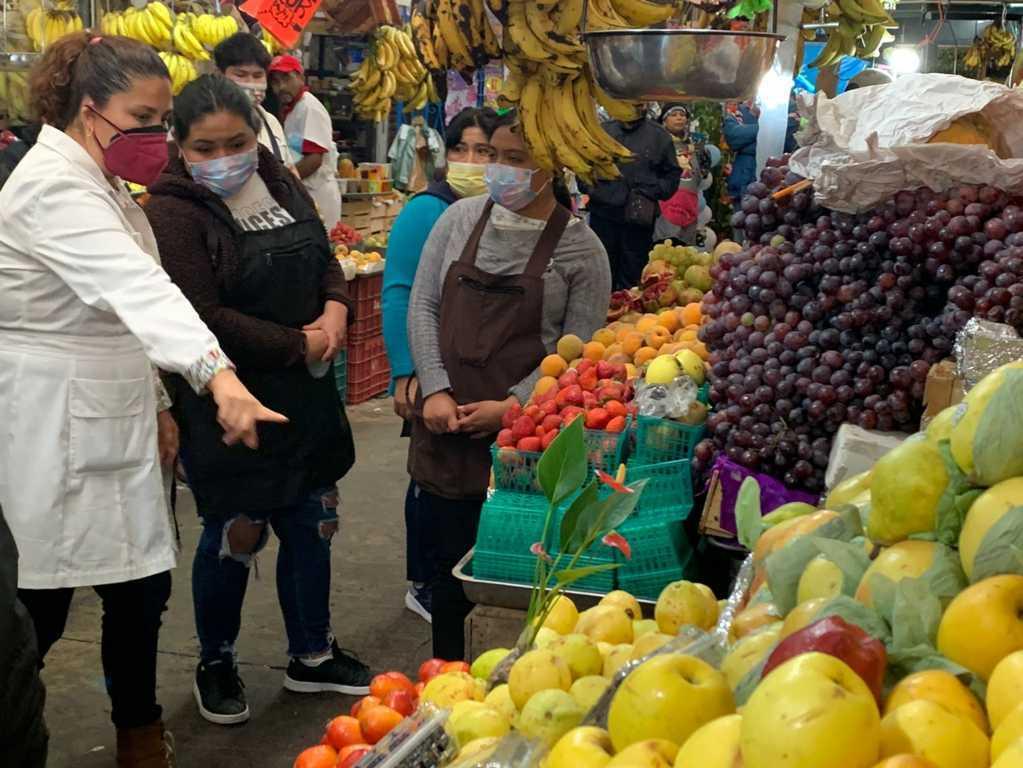 Locatarios del mercado municipal de Tlaxcala aceptan respetar salidas de emergencia y delimitación de espacios