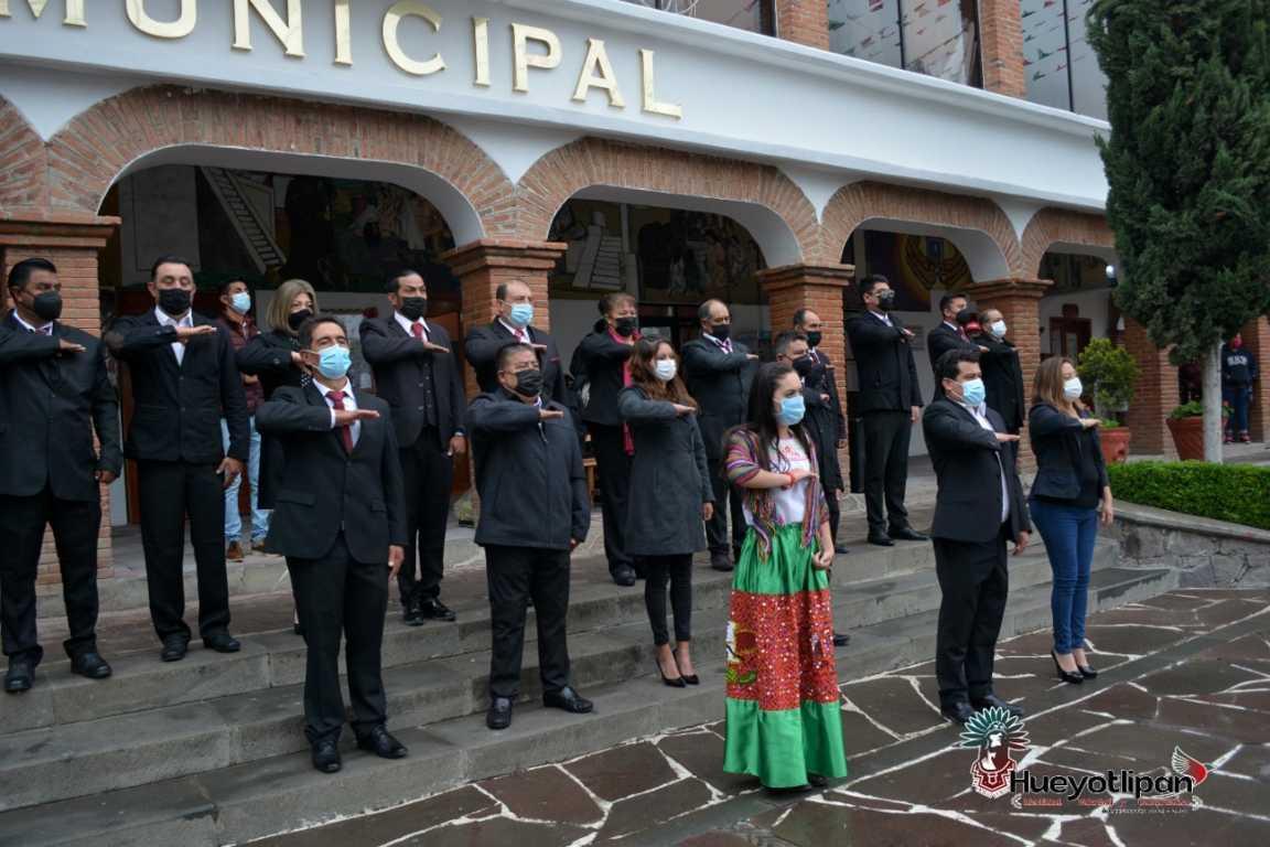 Luis Ángel monta una guardia en el 174 aniversario de la Gesta Heroica