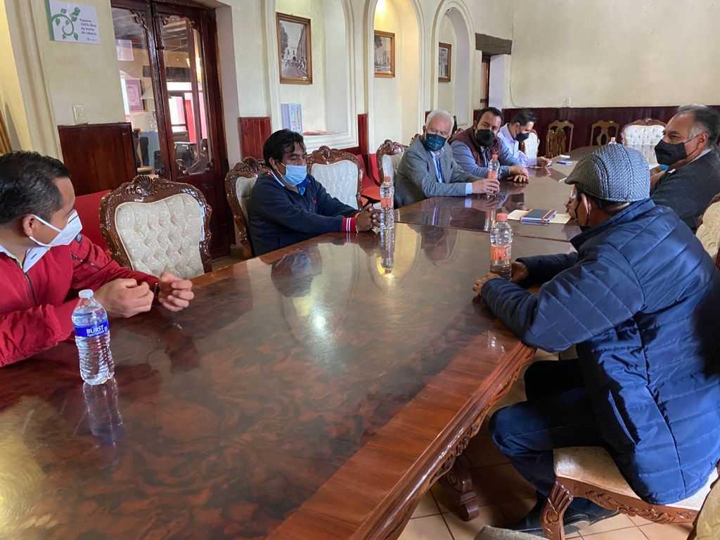 Apoya alcalde de Chiautempan Gustavo Jiménez a Textileros de Ixcotla