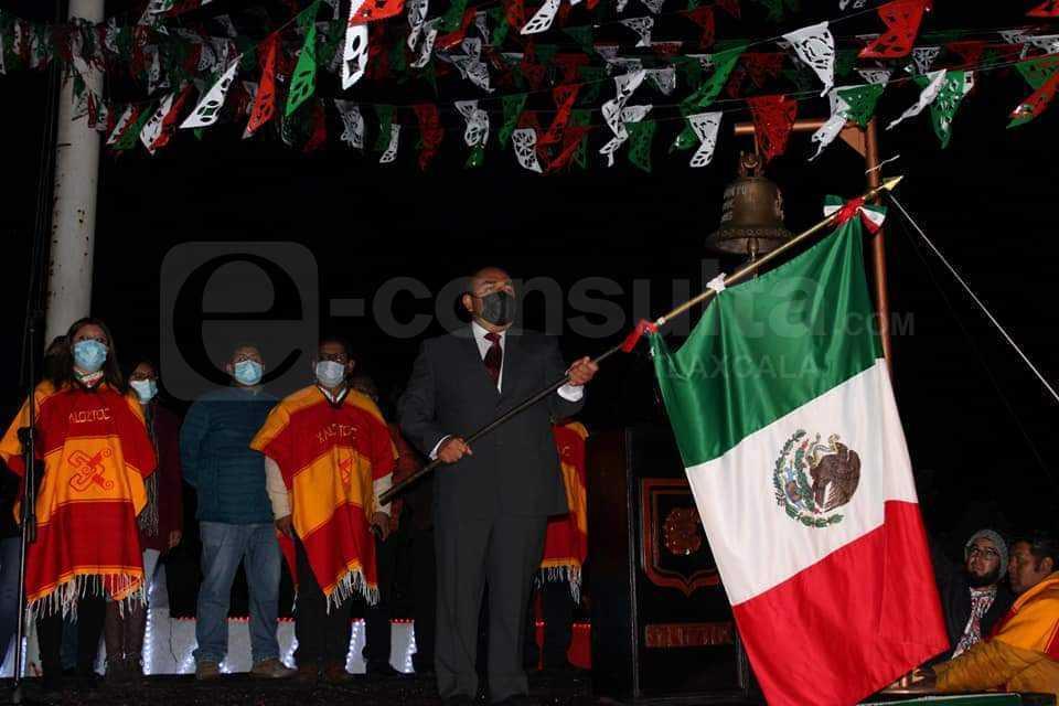 Rafa Coca dio el Grito de Independencia en el cerro Tlacotzintzi