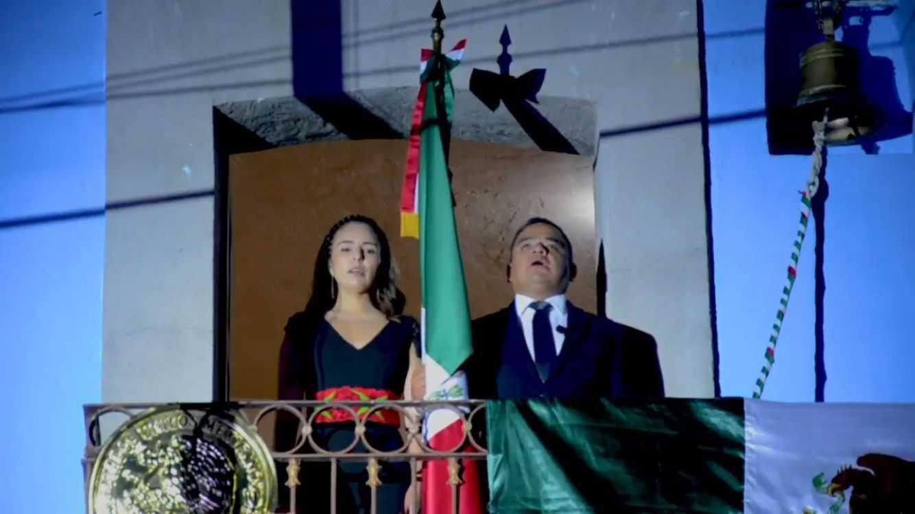Ángelo Gutiérrez  da grito de Independencia en Apetatitlán