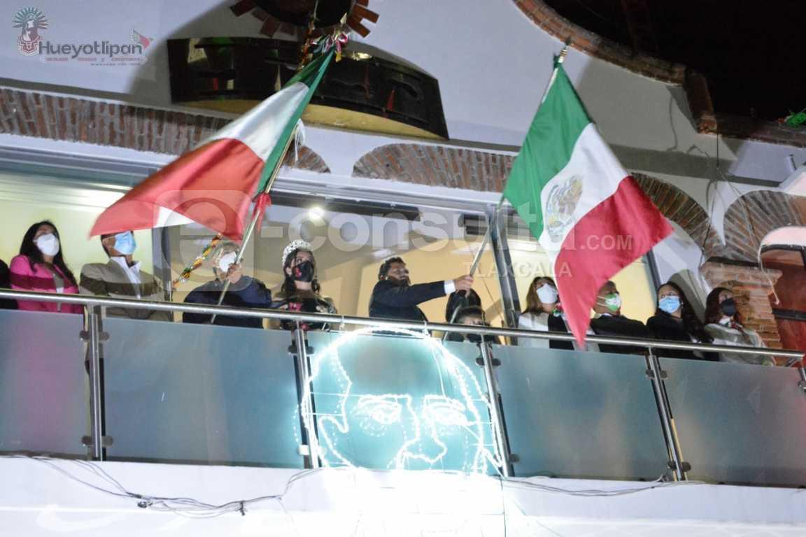 Luis Ángel impulsa valores al dar el Grito de Independencia