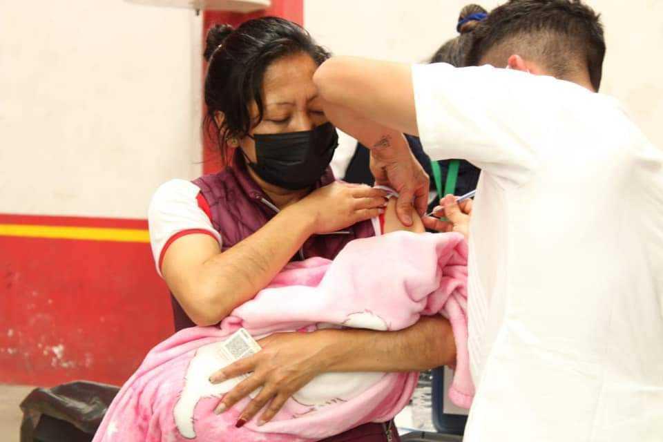 Alcalde de Tlaltelulco logra que ciudadanos tengan acceso a vacuna Covid-19