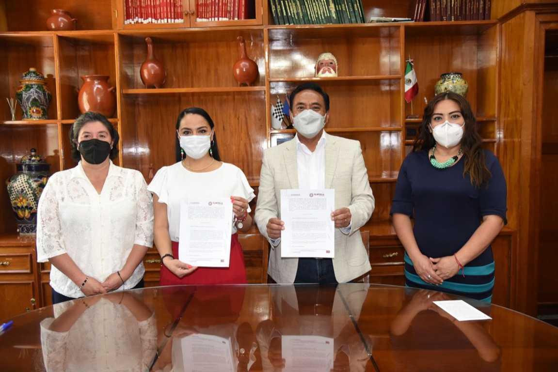 Firman convenio para que estudiantes cumplan con servicio social en ayuntamiento