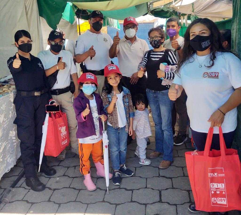 Conforma policía turística de Tlaxcala comités de vigilancia con artesanos de la Plaza Juárez