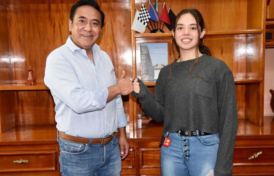 Recibe Jorge Corichi a destacada nadadora Bárbara Palafox