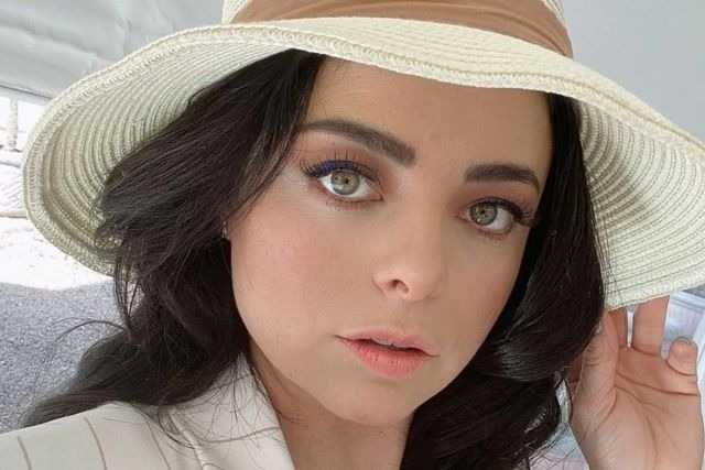 Violeta Isfel se somente a tratamiento de fertilidad y llora en programa en vivo