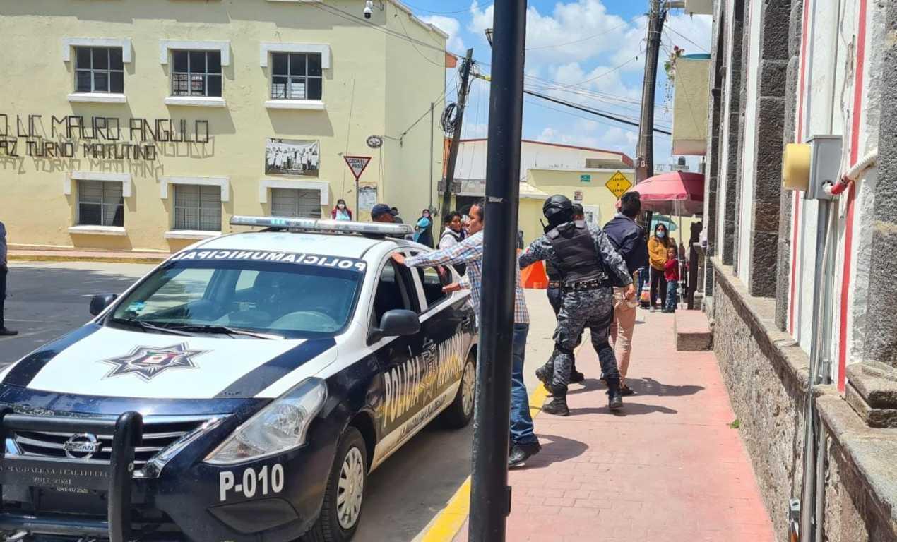 Detienen en Tlaltelulco a par de alcohólicos que andaban armados