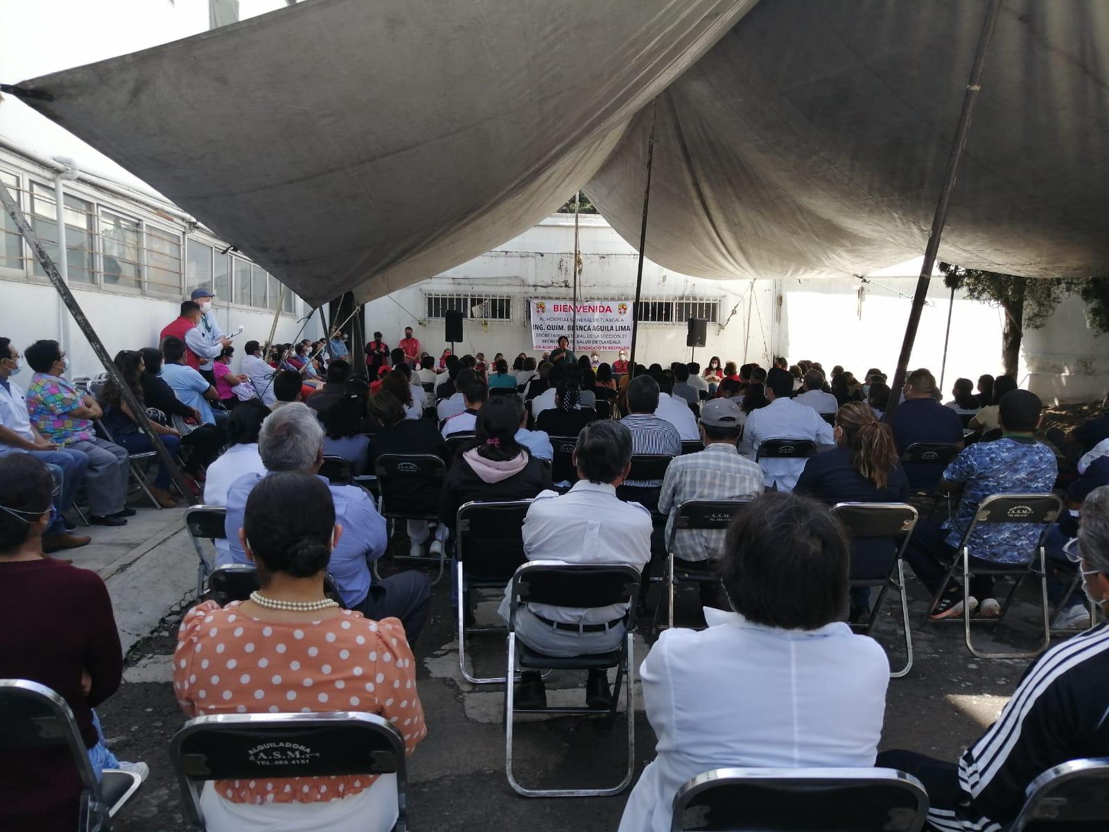 Trabajadores del Hospital General de Tlaxcala arropan a Blanca Águila