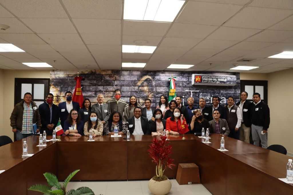 Gestiona Gustavo Jiménez recursos para Chiautempan ante diputados federales