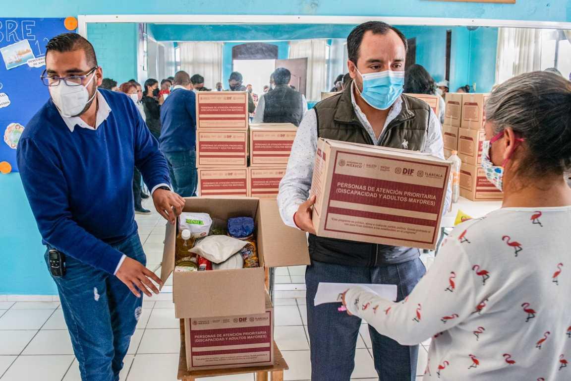 Encabeza alcalde entrega de despensas en Apizaco