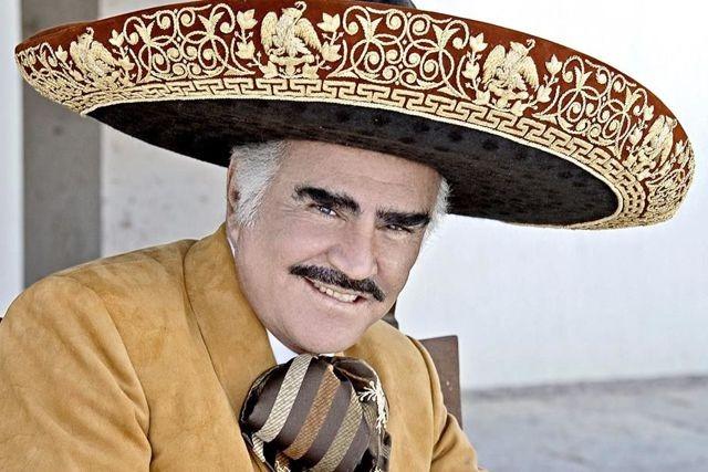 Familia de Vicente Fernández pide desconectarlo para que no sufra