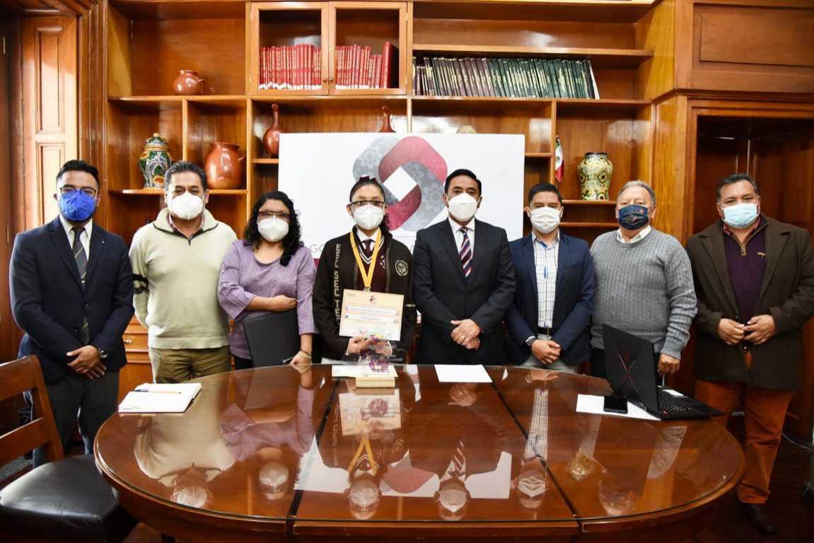 Apoya el Ayuntamiento a estudiante para participar  en competencia virtual internacional