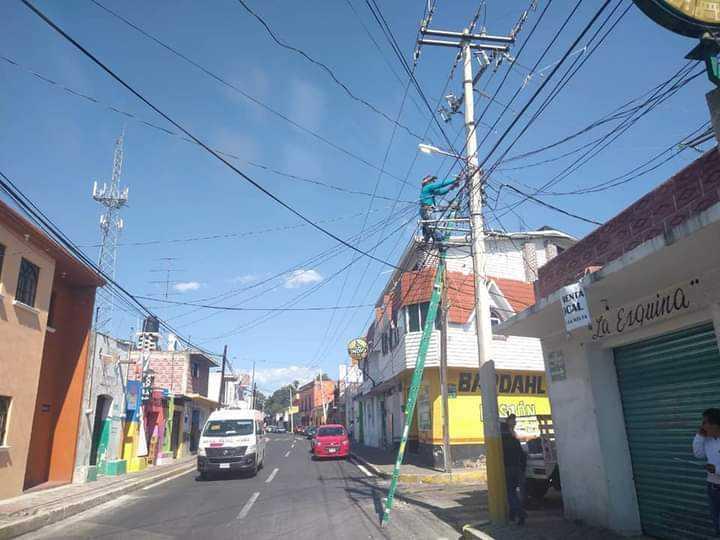 Alcalde David Martínez encabeza faenas y manteniendo de alumbrado público, en Santa Cruz Tlaxcala