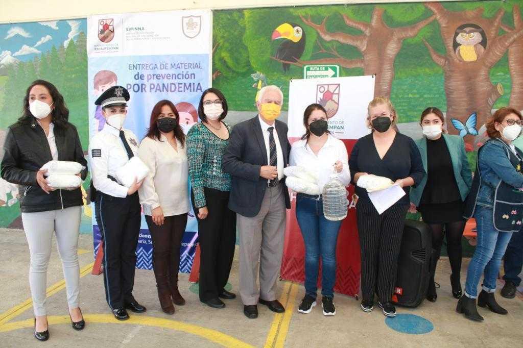 Entrega Jiménez Romero insumos para prevenir contagios de Covid-19 en instituciones educativas de Chiautempan