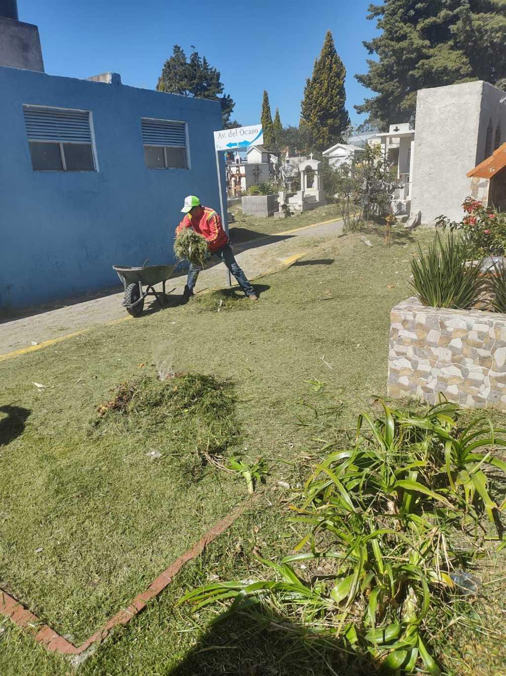 Avanzan los trabajos de limpieza en el Panteón Municipal de Apizaco