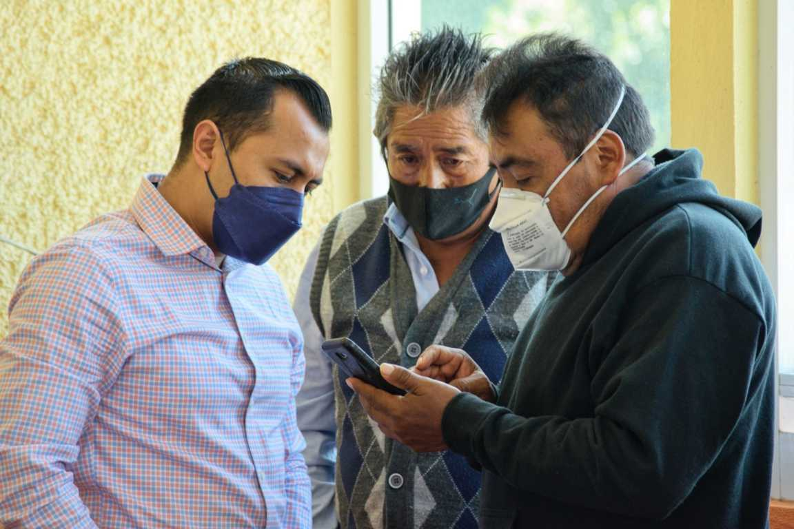 Brinda Luis Ángel Barroso atención a ejidatarios de Xicohtzinco