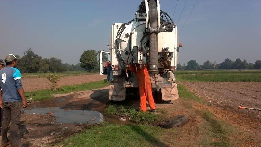 Se realiza desazolve de drenaje como respuesta a solicitud de vecinos de Texóloc