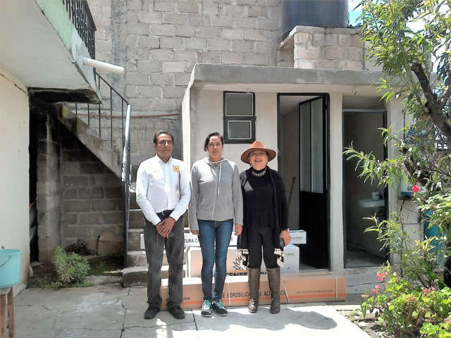Inicia Maribel Cervantes la entrega de calentadores solares en Texóloc