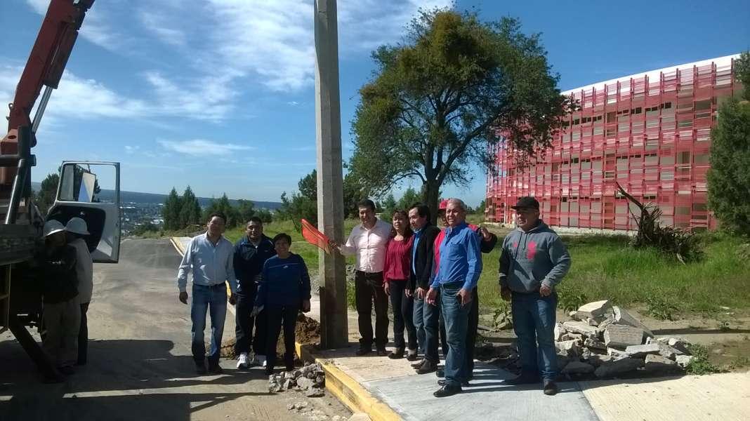 Amplía CLV red de energía eléctrica en tres calles de Amaxac