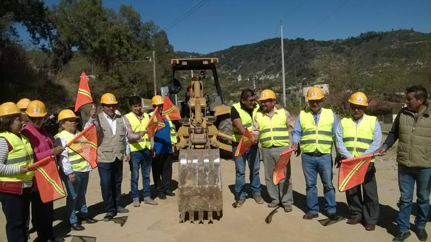 Alcalde mejora la calle Gabriel Molina de Teotlalpan con adoquín
