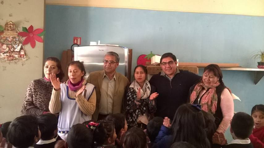 Alcalde entrega a jardín de niños de Quiahuixtlán un refrigerador