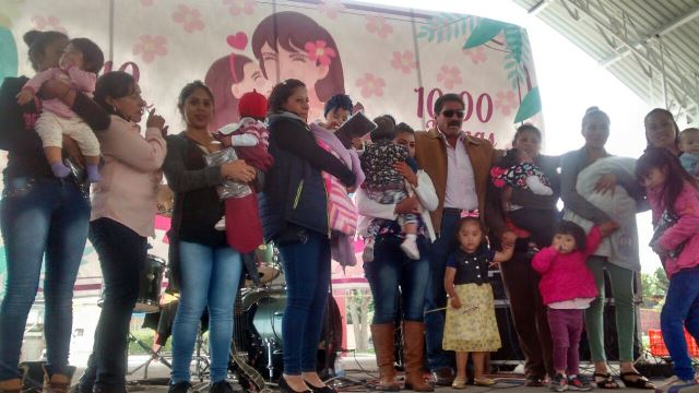 Alcalde de Xaltocan festejó en grande a Madres en su día