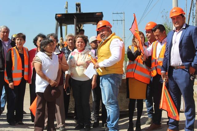 Badillo Jaramillo pone en marcha de adoquinamiento de calle