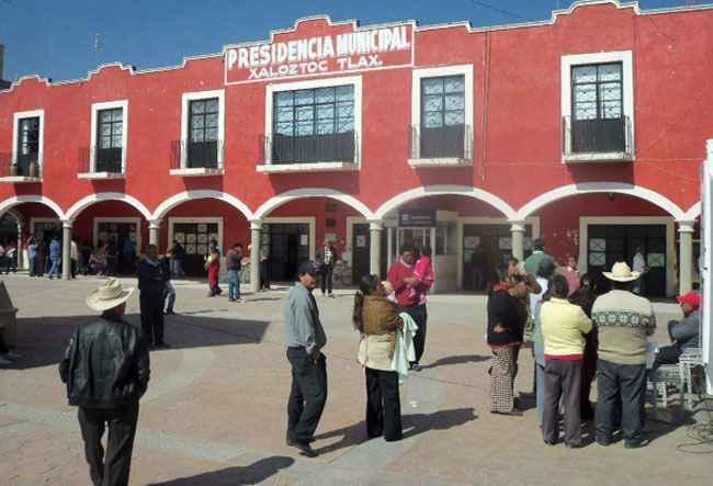 Detienen a la Síndico de Xaloztoc por robo