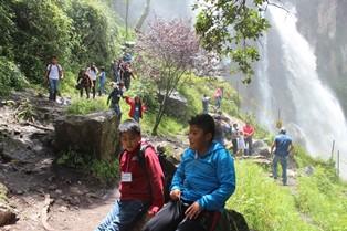 Visitan niños de Xicohtzinco cascadas de Quetzalapan