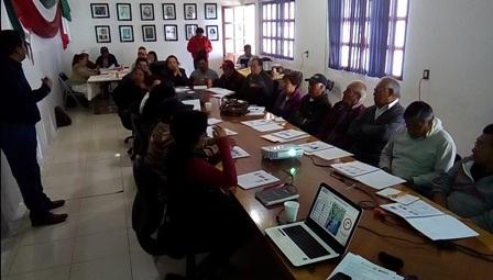 Imparte Ayuntamiento curso sobre producción del aguacate