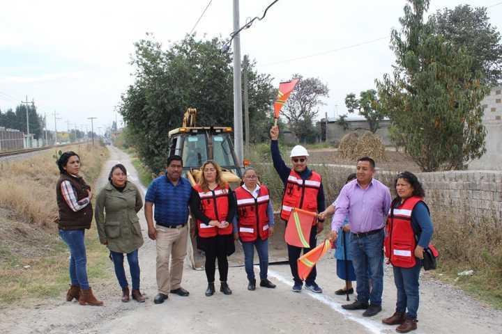 Alcalde acerca servicios básicos a los barrios de Culhuaca y Quiahuixtla Nte.