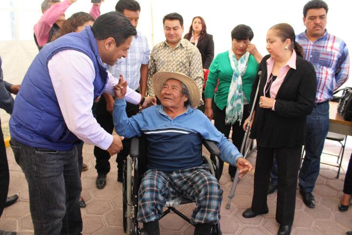 Personas con discapacidades de Tepetitla reciben aparatos
