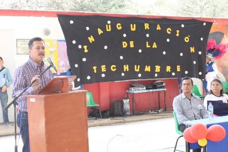 Alcalde fortalece la educación de primaria con techumbre