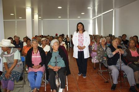 DIF Municipal da pláticas sobre limpieza bucal a adultos mayores