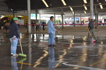 Explanada del Mercado de Zacatelco fue sometida a limpieza