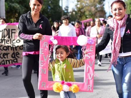 Mujeres Unidas contra el Cáncer de Mama realizan caminata